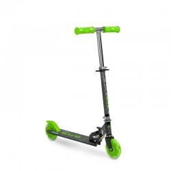 Scooter cu casca si cotiere...